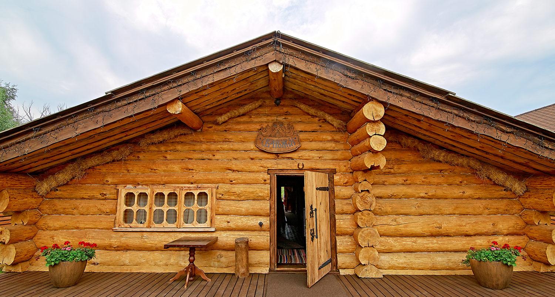 Деревянная вывеска с логотипом. Баня «Сварожич». Деревянный сруб. Баня из сруба.