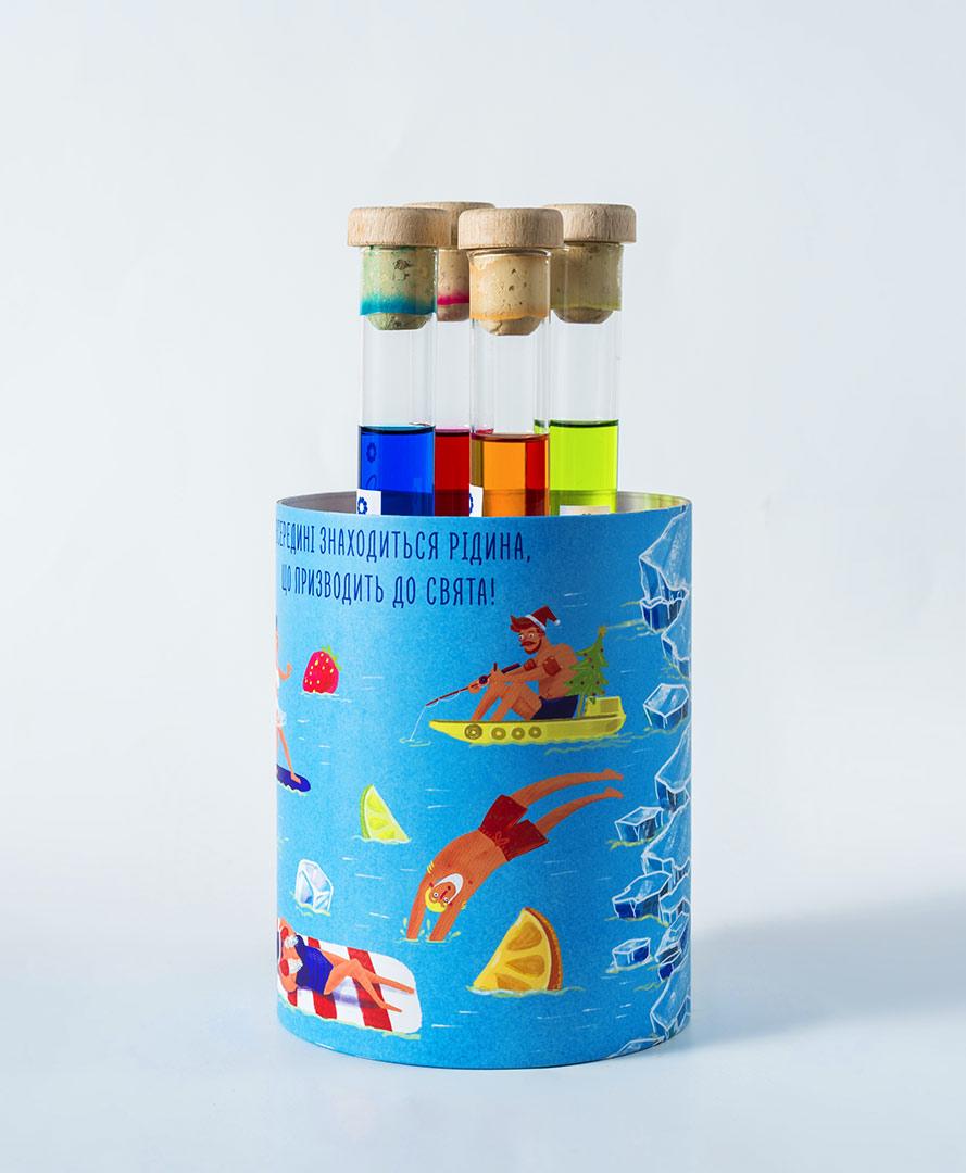 Картонный тубус для пробирок с алкоголем. Креативный новогодний подарок медицинской лаборатории «Синэво» (Synevo)