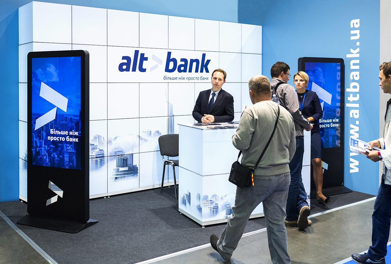 Модульный выставочный стенд банка Альтбанк. Видеостойки с рекламой и светящаяся стенка. Акриловые лайтбоксы, куб-система.