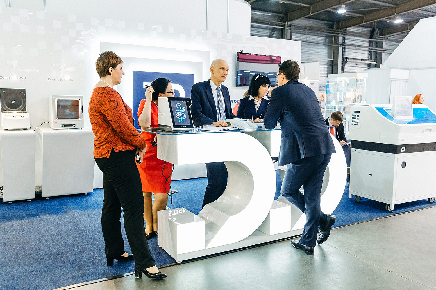 Glowing 3D logo. The reception desk with backlight at the Dialogue Diagnostics exhibition stand. Backlit acrylic letters.