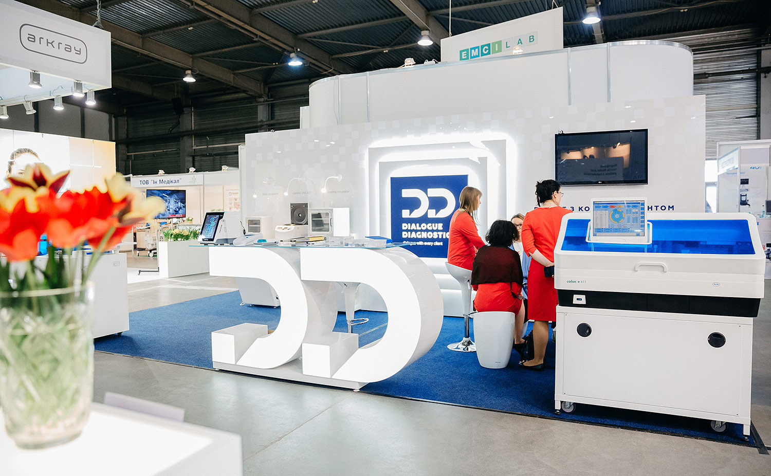 The creative exhibition stand. The best stand at the medical exhibition. The stylish design of the exhibition stand for the Dialogue Diagnostics company.