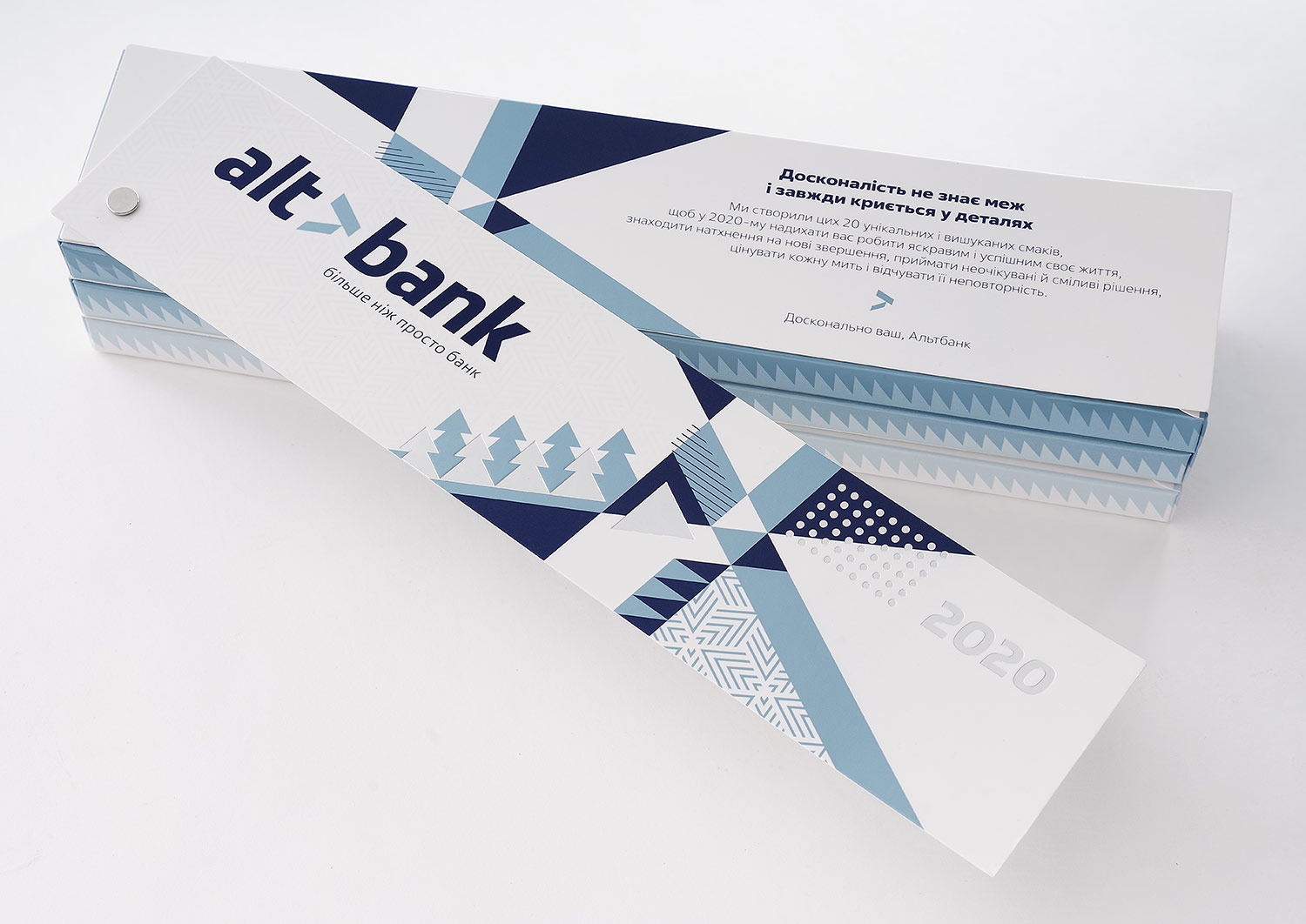 Chocolate packaging, Pantone 8201 blue silver, fan with holniten, stylish modern geometric design and illustration, Swedish design and style, geometry in design for Altbank bank.
