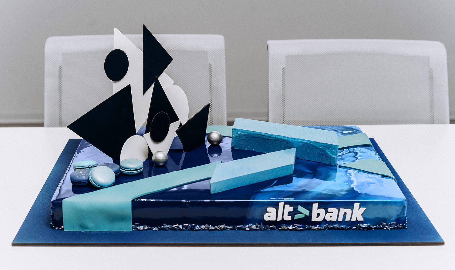 A cake for Altbank's corporate party. Exclusive design.